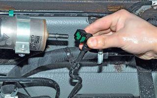 Как слить бензин с Лады Приора разными способами: инструкция