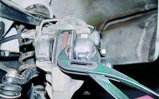 Замена передних тормозных колодок на ваз 2107 своими руками: видео инструкция