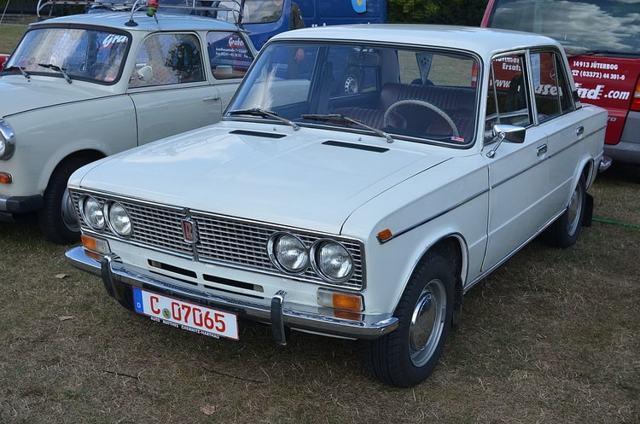 Чем отличается ВАЗ-2103 от ВАЗ 2106: характеристики
