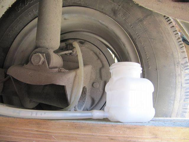 Как прокачать тормоза на ВАЗ 2114: видеоинструкция