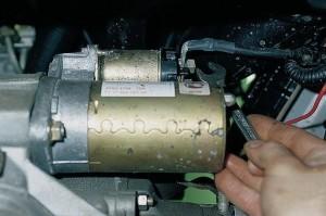 Не заводится стартер на ВАЗ-2110, не крутит и не щелкает: что делать?