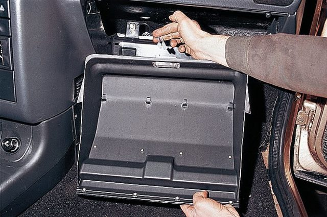 Замена радиатора печки ВАЗ 2114 без снятия панели: видео инструкция