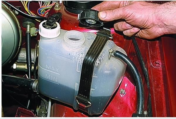 Замена охлаждающей жидкости ВАЗ 2114: видео инструкция