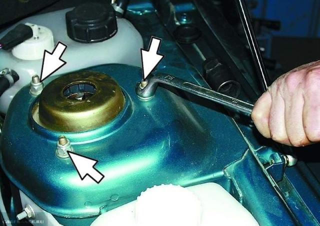 Замена передних стоек ВАЗ 2110 своими руками: видео инструкция