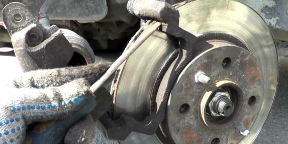 Замена тормозных колодок на ВАЗ 2114 своими руками: видео