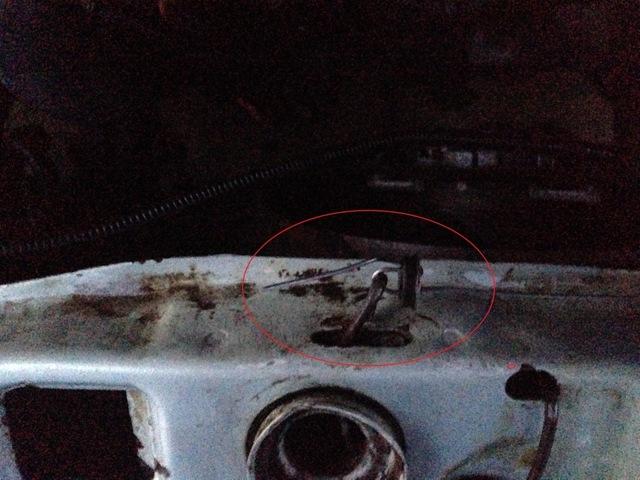 Порвался тросик капота ВАЗ 2114: как открыть и что делать?