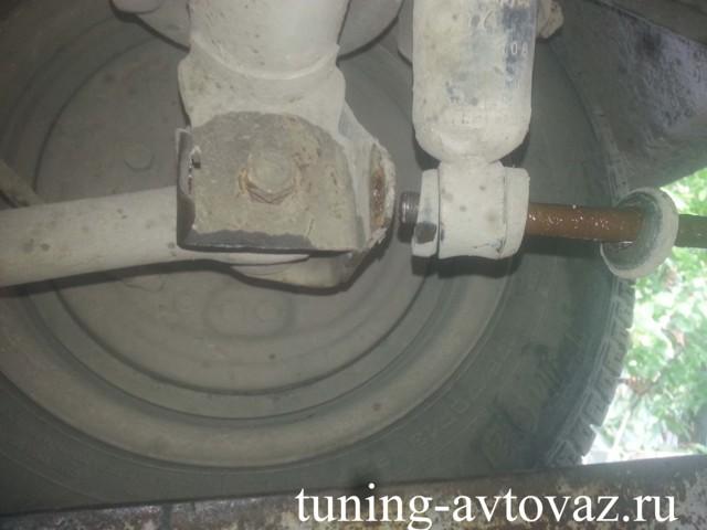Как делается замена реактивных тяг на ВАЗ 2107: пошаговая видеоинструкция