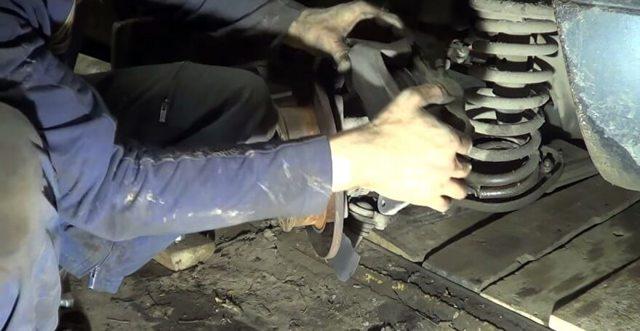 Замена ступичного подшипника Нива Шевроле своими руками: пошаговая видеоинструкция