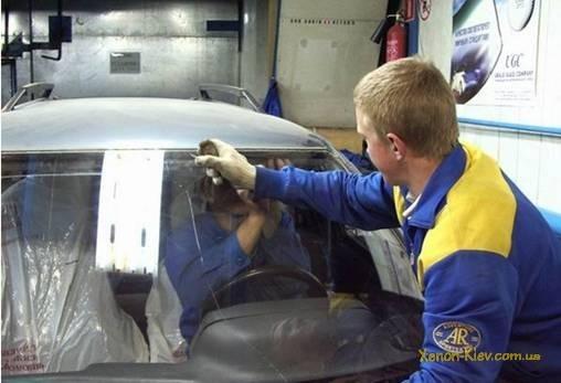 Замена лобового стекла ВАЗ 2110 своими руками: видео инструкция