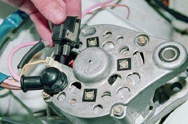Замена генератора ВАЗ-2114 своими руками: пошаговая инструкция