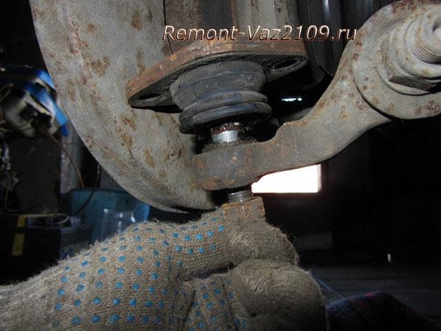 Замена шаровой опоры ВАЗ 2109: видео пошаговое