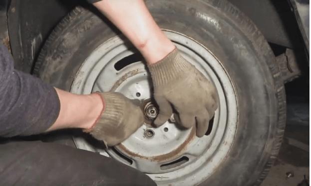 Замена задних стоек на ВАЗ 2112 своими руками: видео