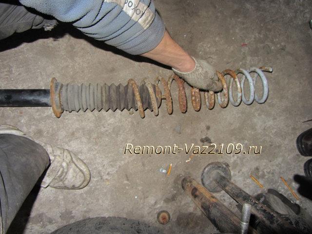 Замена задних стоек ВАЗ-2109 своими руками: инструкция