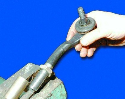 Замена рулевых наконечников ВАЗ 2109 своими руками: видео инструкция