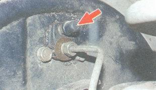 Как делается прокачка тормозов ВАЗ 2107 своими руками: видеоинструкция