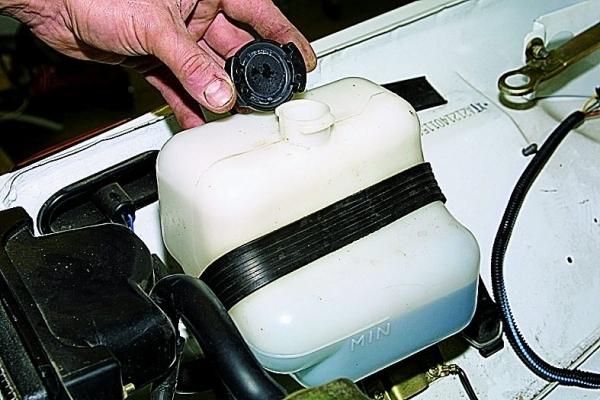 Замена патрубков охлаждения ВАЗ-2109: видеоинструкция