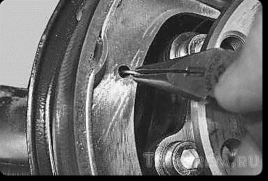 Замена задних тормозных колодок Лада Приора с АБС и без: видеоинструкция