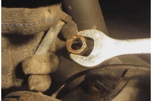 Замена задних стоек ВАЗ 2110 своими руками: видеоинструкция