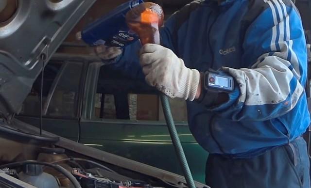 Замена масла Лады Ларгус 8 и 16 клапанов своими руками: видеоинструкция