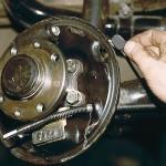 Замена задних тормозных колодок ВАЗ 2110 своими руками: видео инструкция