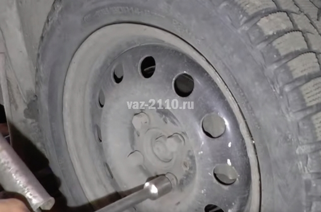 Замена рулевых наконечников ВАЗ 2110 своими руками: видео