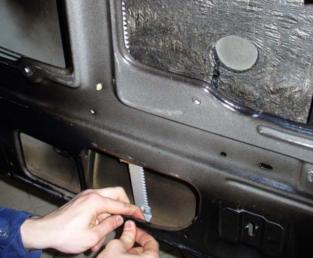 Замена стеклоподъемника на ВАЗ-2107 своими руками: пошаговая видеоинструкция
