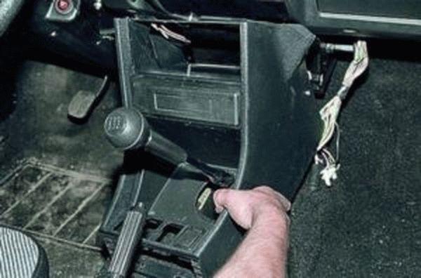 Как снять торпеду на ВАЗ-2107 (инжектор, карбюратор) своими руками