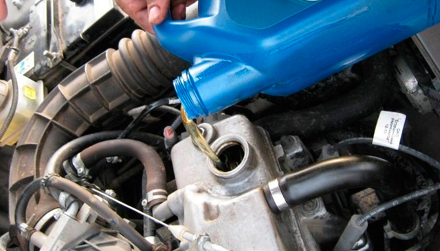 Какое масло заливать в Ладу Гранта 8-клапанную: синтетику или полусинтетику