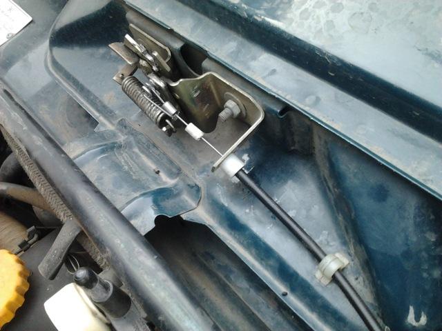 Как открыть капот на ВАЗ-2107, если порвался тросик: пошаговая видеоинструкция