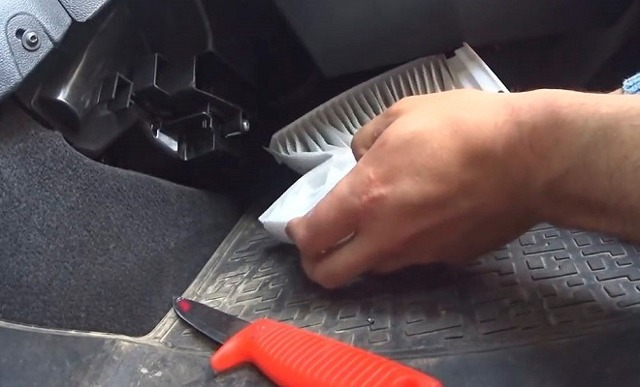 Замена салонного фильтра Лады Ларгус 8 и 16 клапанов своими руками: видеоинструкции